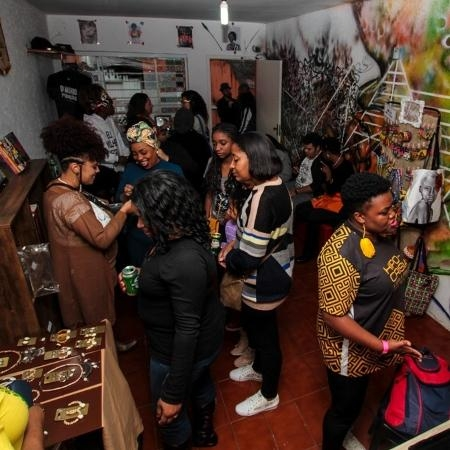 evento-na-africanidades-livraria-especializada-em-autoras-negras-1583176867402v2450x450jpg-1583514466.jpg (450×450)